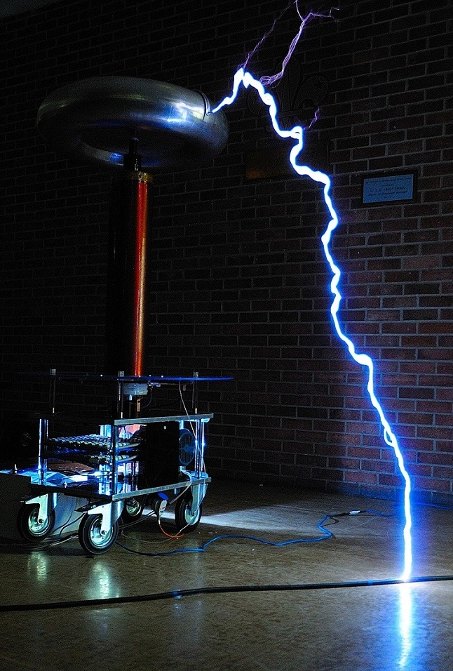 big powerfull tesla coil strikes floor